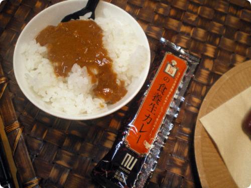 20090803-1 温めなくてもすぐ食べられるスティックタイプのカレー「仁丹の食養生カレー」のなぜ?