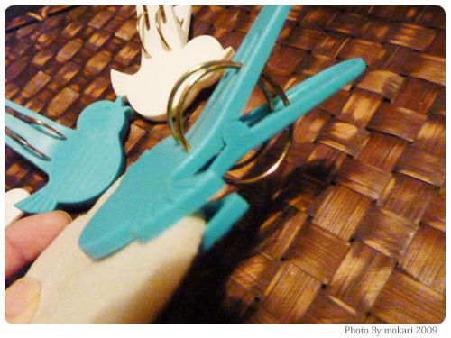 20091117-3 空飛ぶ?鳥の形の洗濯バサミ。イノブンで4つ購入。