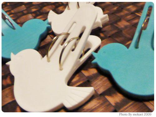 20091117-4 空飛ぶ?鳥の形の洗濯バサミ。イノブンで4つ購入。