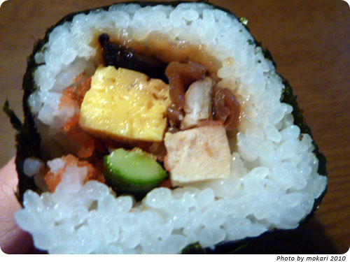 20100123-7 セブンイレブンの丸かぶり寿司(恵方巻)ミニサイズ。