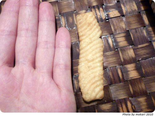 20100617-2 瀬戸内限定のかっぱえびせんオタフクソース味は大きいね!