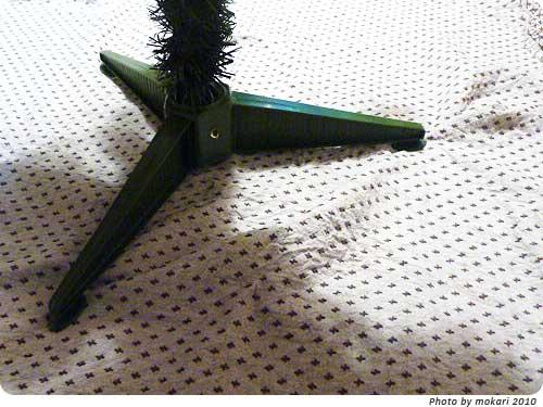 20101213-8 トイザらスで買ったクリスマスツリーが、届きました