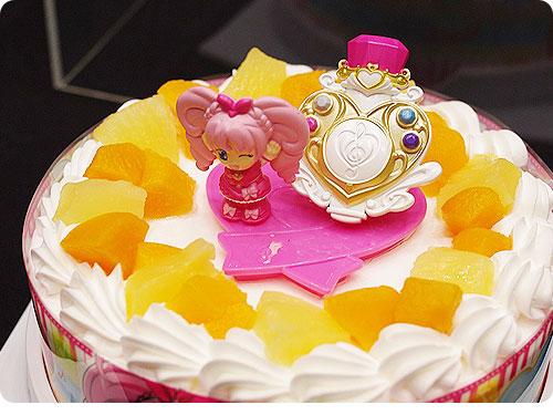 20110525-13 プリキュアのケーキで4歳のお誕生日。クリスマースケーキにも