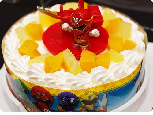 20110525-14 プリキュアのケーキで4歳のお誕生日。クリスマースケーキにも