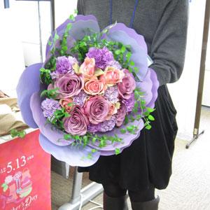 201200315-4 母の日にプレゼントしたくなる、日比谷花壇の美しい花束