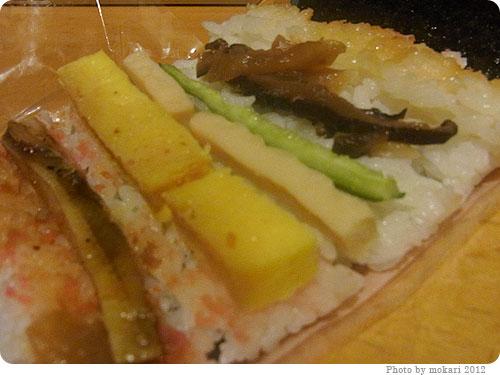20120119-5 サークルKの丸かぶり寿司(恵方巻)ハーフサイズ。2012年の恵方は北北西。