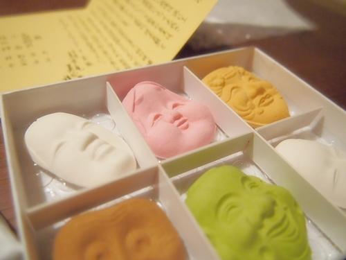 P1041799 ハイセンスな能面のお菓子。京都長久堂の花面