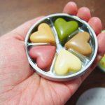 六花亭の丸ミニ缶に入った5種類のハートチョコ(ありがたき哉)かわいい