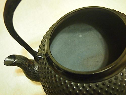 P2182846 白湯を飲むために、南部鉄器の鉄瓶をついに箱から出す