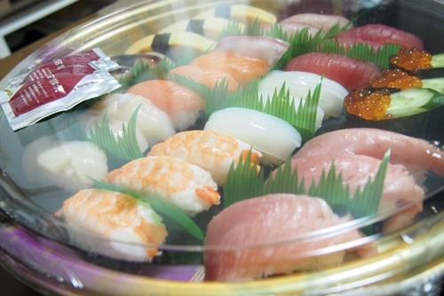 P3245519 宅配寿司「銀のさら」で加賀を注文