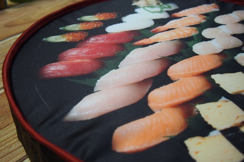 P4115856 宅配寿司銀のさらの寿司桶クッション