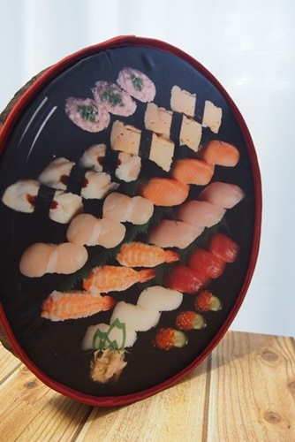 P4115858 宅配寿司銀のさらの寿司桶クッション