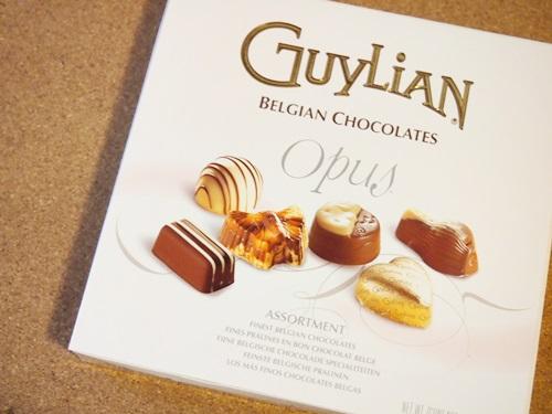 P5075689 ヨーロッパのお土産にGuylianのチョコいただきました