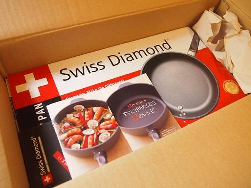 P5136031 スイスダイヤモンドのフライパン(20cm)外箱