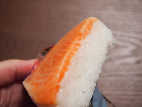 P5166090 ファミリーマート、鱒の押し寿司(昔亭)