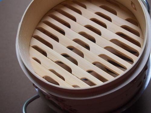 P6246986 これで蒸せる!鍋とセイロがセットになった小ぶりな蒸し器