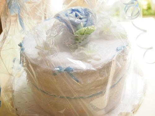 P7077216 出産祝いに「おむつケーキ」