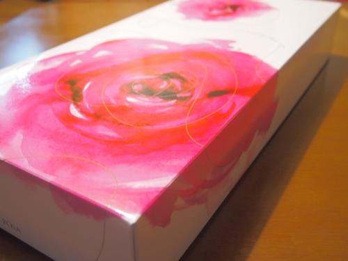 PC070731 バラの形のサブレを贈って、ありがとう。や、おめでとうを伝えるのはいかが