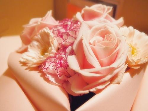 PC241272 結婚記念日に美しい花束を贈る