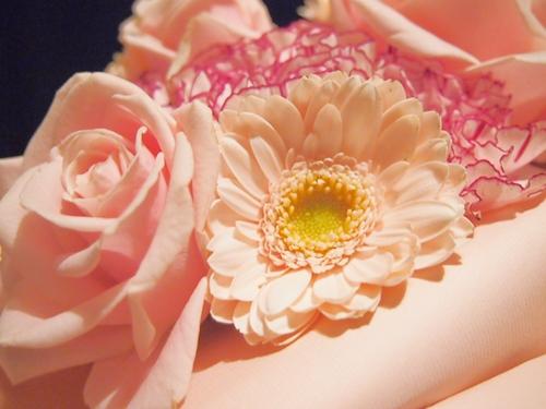 PC241278 結婚記念日に美しく上等なお花の花束を贈る