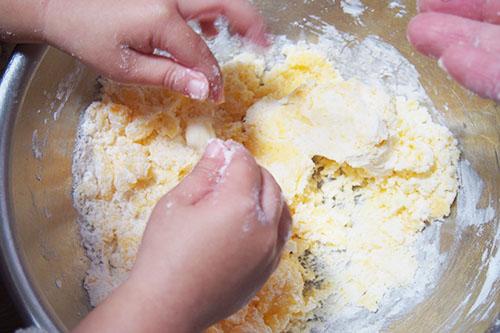 片栗粉を混ぜます