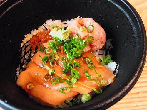 R1154304 ろーそん亭の海鮮三色丼を食べてみた