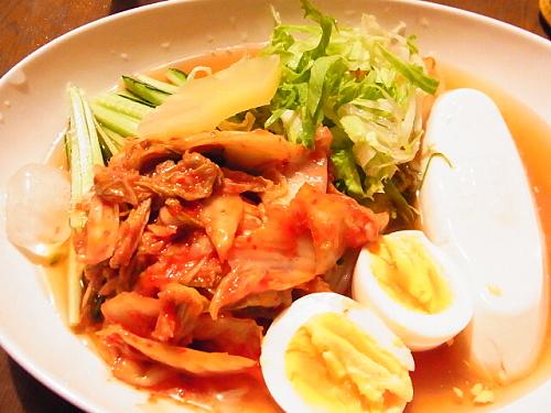 R1154706 自宅で韓国冷麺を食べる