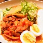 自宅で韓国冷麺を食べる