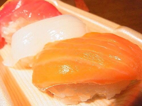 R1154944 ローソンの寿司「お試しにぎり 3カン」玉子がサーモンに!