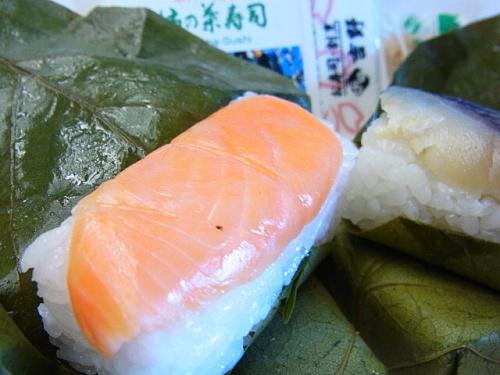 R1155817 新幹線で食べた柿の葉寿司