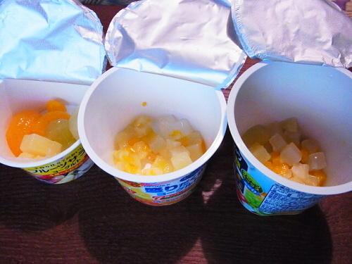 R1157317 コンビニで買ったフルーツ入りヨーグルト3種類を比べた