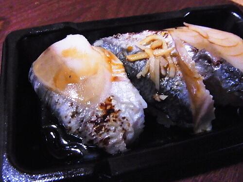 R1157797 ローソンの寿司「お好みにぎり 3カン」炙り〆さばと秋刀魚
