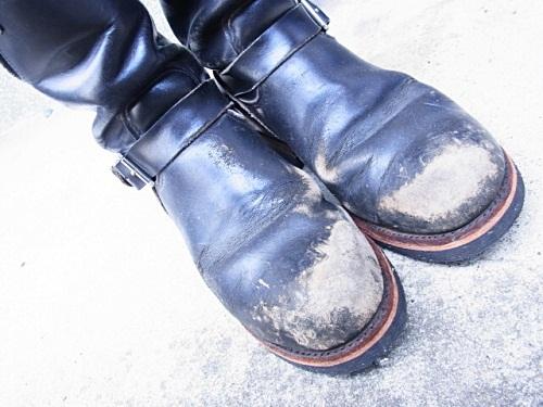 R1158075 夫、ブーツ磨いておいてあげましたよ