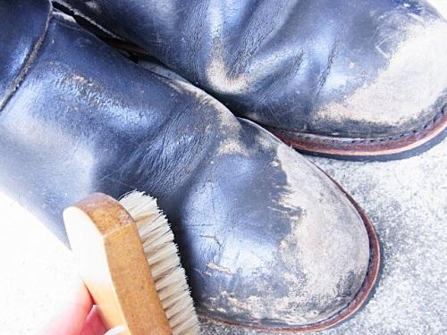 R1158076 夫、ブーツ磨いておいてあげましたよ