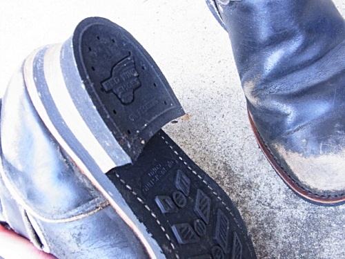 R1158077 夫、ブーツ磨いておいてあげましたよ