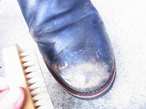 R1158078 夫、ブーツ磨いておいてあげましたよ