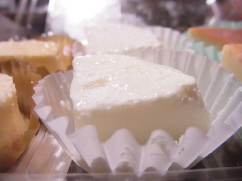 R1159153 ちょっとチーズのデザートが食べたくなり。ローソンの3種のチーズスイーツ
